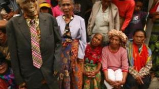 A holttestek tisztításának ünnepe – bizarr szertartás Indonéziában (18+)