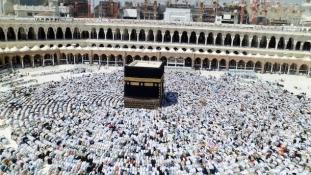 43 fok és e-karkötő – másfél millió zarándok a mekkai Nagymecsetben