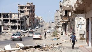 Öngyilkos merénylőt likvidáltak a sajtó szeme láttára Líbiában – videó