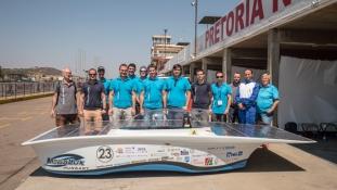 Hatalmas sikert ért el a napenergiával működő autó