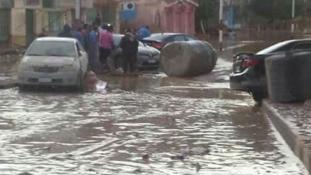 Felborult buszok a sztrádán – legkevesebb 15 embert öltek meg az esőzések Egyiptomban