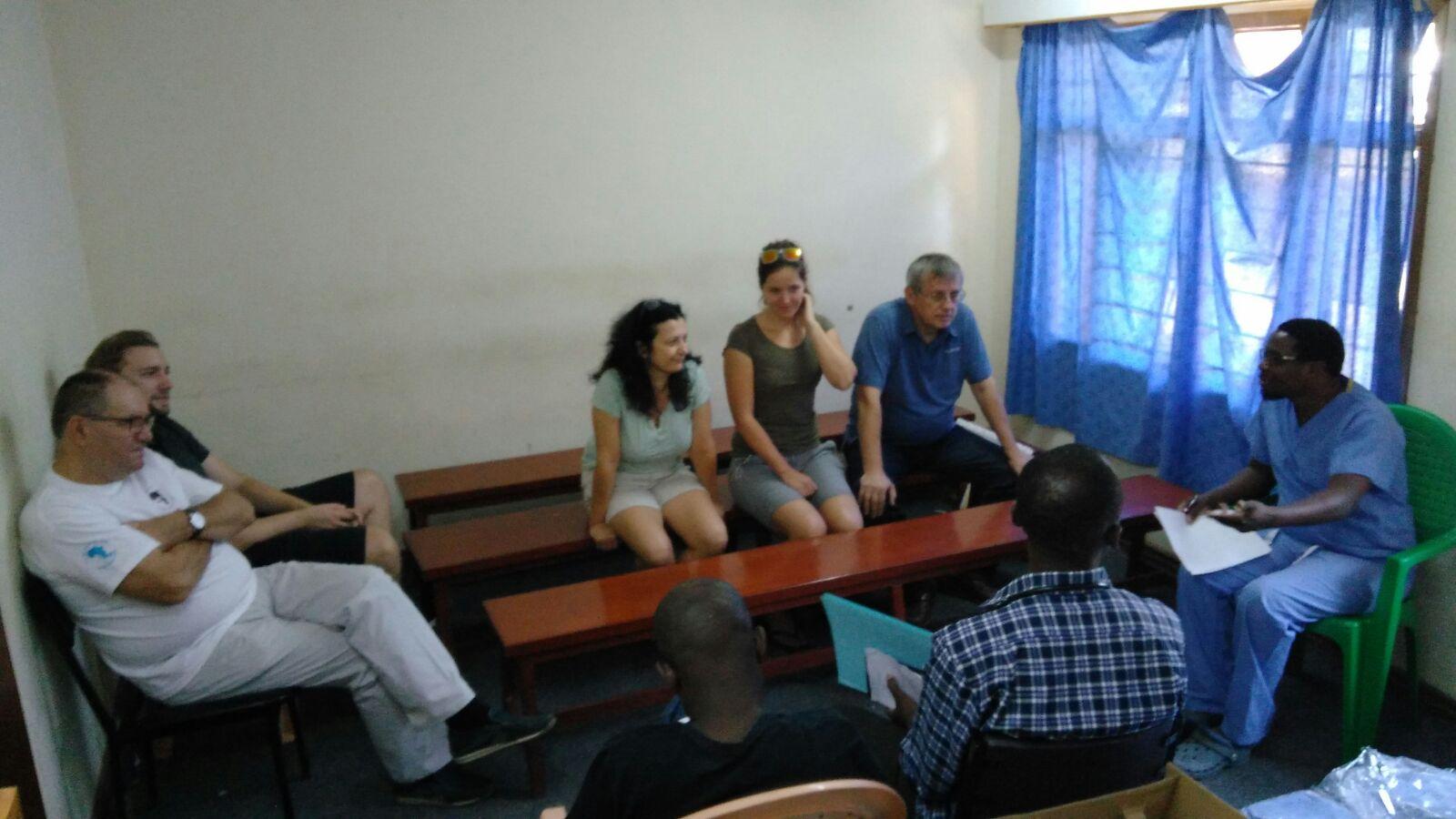 Az első megbeszélés Dr. Mulwafu Wakisával, aki eddig a Távol-Keleten volt konferencián.