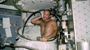 Most akkor lehet az űrben szexelni vagy nem?