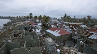 Csak járkálnak körbe-körbe – több száz halottja van a hurrikánnak Haitin