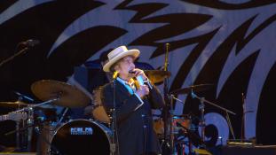 Bob Dylan átveszi a Nobel-díjat