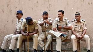 13 éves lány vette át a parancsnokságot egy indiai rendőrkapitányságon