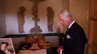 A brit trónörökös a nagymamája sírjánál Jeruzsálemben