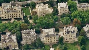 Robbanás a brit ingatlanpiacon – 44 ezer új fontmilliomos január óta