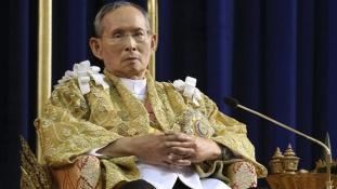 Egy évig gyászolnak Thaiföldön – meghalt a legrégebbi uralkodó
