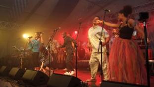 Coco Jambo köszöntötte a 10 éves AHU-t az Oktoberfesten