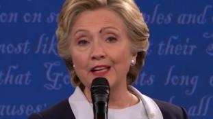 Orosz szakértőt kérdeztek: mit csinált a légy Hillary Clinton arcán?