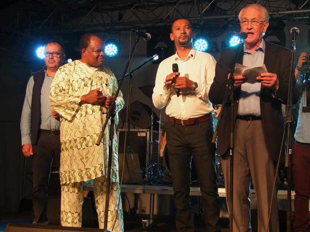 Balról jobbra: Balogh Sándor, az AHU elnöke, Raymond Irambo főtitkár, Kembe Sorel szóvivő és ... nagykövet.