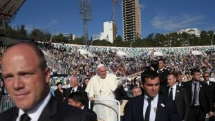 Háromezren voltak a pápai misén a 25 ezres grúziai stadionban