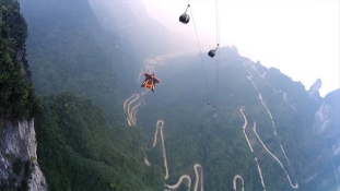 Halált megvető repülés a hegyek között – szárnyasruha-vb Kínában