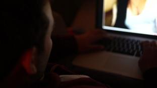 Szexcsapda a neten – 500 dollár/nap munkanélküli arab fiataloknak