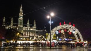 Puncs, angyalkák, Lebkuchen és korcsolya – adventi vásárok Bécsben