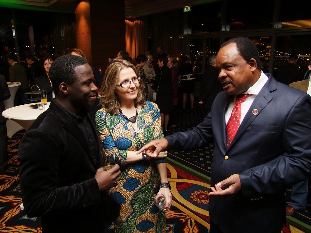 Jobbról Raymund Irimbo, az AHU főtitkára.