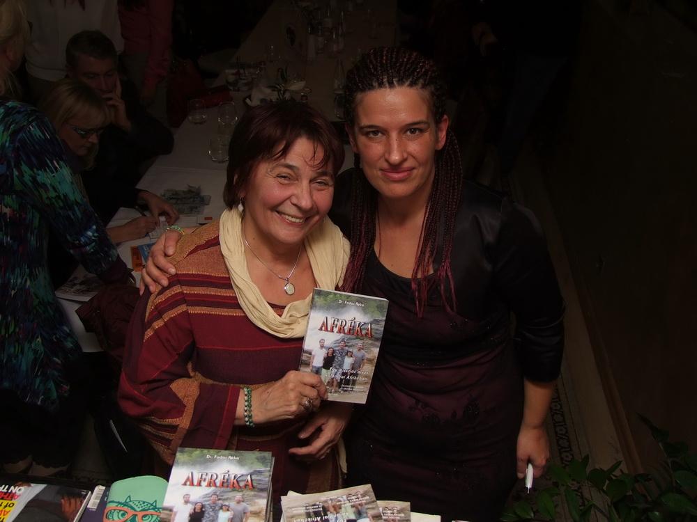 Dr. Fodor Réka dr. Jakkel Annával, aki maga is gyógyított Afrikában.