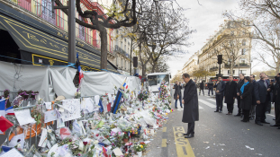 Az Eagles of Death Metal két tagját nem engedték be Sting koncertjére Párizsban