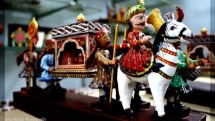 Kínai műanyag játékok küldik nyugdíjba a híres indiai fababákat