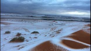 Így néz ki a sivatag, amikor hó borítja