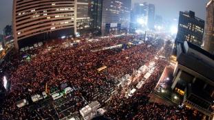 Több mint egymillió tüntető követelte az elnökasszony lemondását
