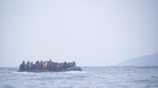 Több mint 200-an vesztek a tengerbe Líbia partjainál