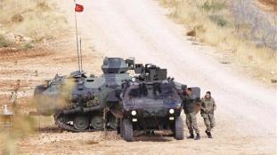 Újabb török harckocsik indultak az iraki határhoz