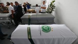 Gyász és harag – felfüggesztették a bolíviai légitársaságot, az áldozatokat ma viszik haza Brazíliába