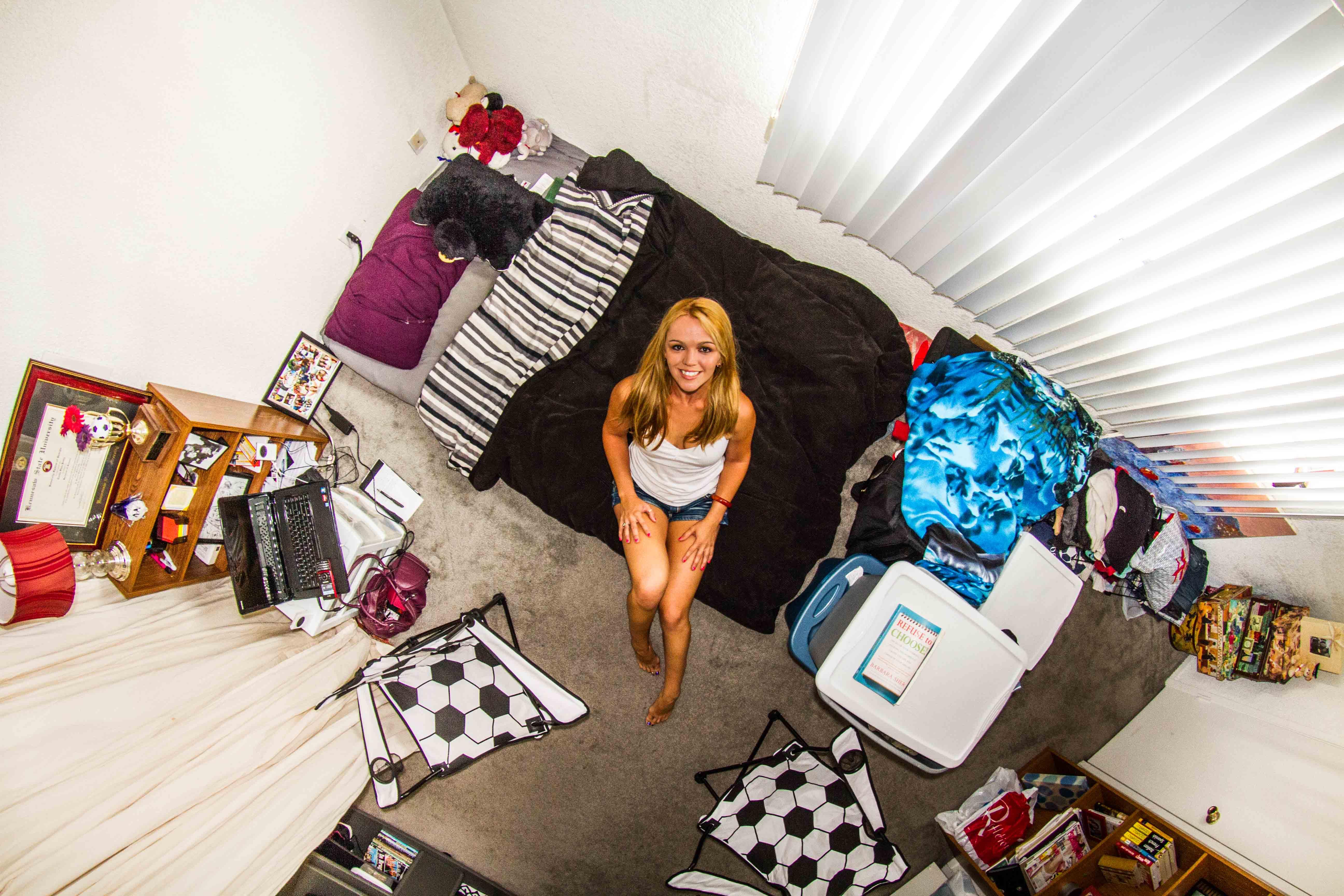 243. szoba, Tosha, 26 éves gogótáncosnő, Los Angeles, Egyesült Államok