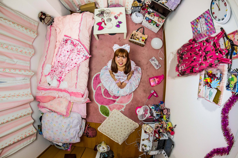 256. szoba, Ryoko, 25 éves IT-mérnök, Tokió, Japán.
