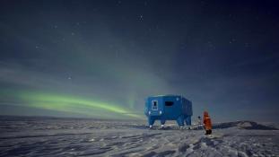 Megrepedt a jég alatta, költözik a kutatóállomás az Antarktiszon