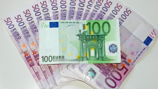 Mélyponton az euró az olasz népszavazás után