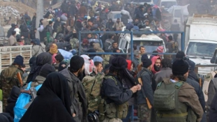 Kimenekítették Aleppóból az elszállításukért könyörgő árva gyerekeket is