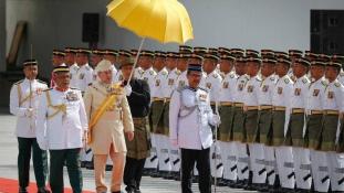 Színpompás ünnepségen lépett a trónra Malajzia új királya