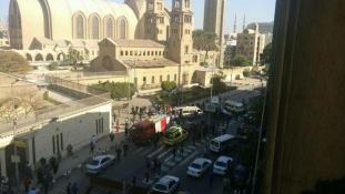 Bomba volt – még nem tudni, ki helyezte el a kairói kopt székesegyháznál
