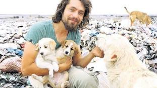 500 állattal él együtt ez a jóképű török férfi, és imádja