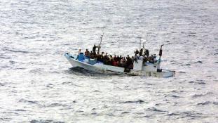 A tél és a kihűlés veszélye sem tartja vissza a tengeri úttól az Európába igyekvőket