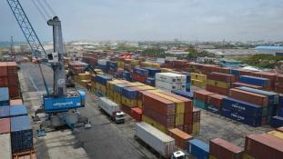 Kamionba rejtett bomba robbant Mogadishu kikötőjében – 16 halott