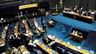 Brazília – megszorítások 20 évre, összecsapások