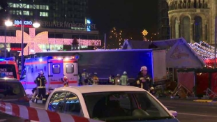 Halottak, standok alá szorult sebesültek – kamion hajtott Berlinben egy karácsonyi vásárba