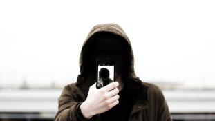 Ellopták a telefonját, és most végigköveti a tolvaj életét egy alkalmazással