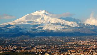 Szicíliában több iskolát kiürítettek az Etna miatt