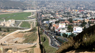 A mexikói árukra kirótt különvámból építené a határkerítést Donald Trump