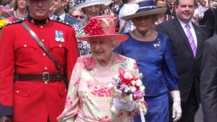 Erzsébet királynő belevágott a pezsgőgyártásba