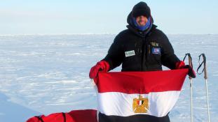 A világon elsőként mászta meg az Antarktisz három hegyét ez a férfi
