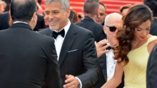 Ikreket várnak Clooney-ék