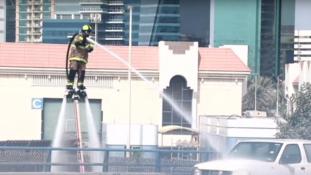 Jet-ski és jetpack – így vigyázzák Dubajt a tűzoltók (videó)