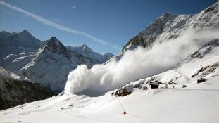 Többen meghaltak – lavina temetett be egy szállodát Olaszországban