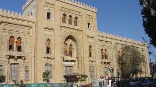 Három évvel a terrortámadás után újranyitott az iszlám művészetek múzeuma Kairóban